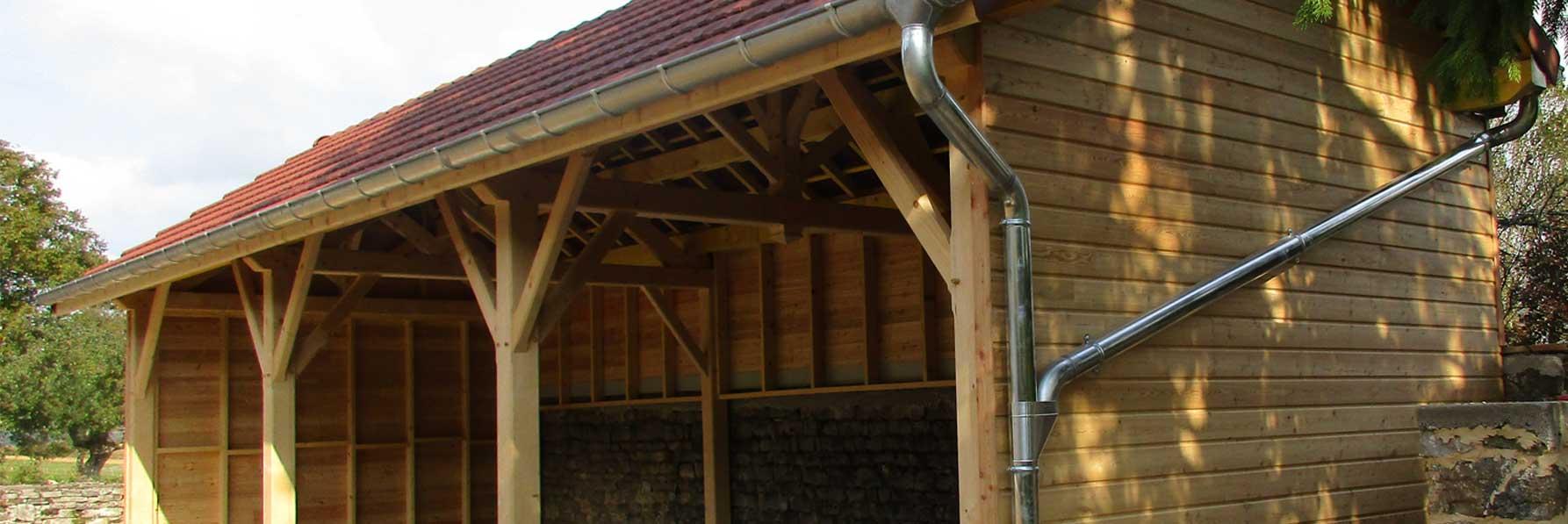 Un abri communal en bois